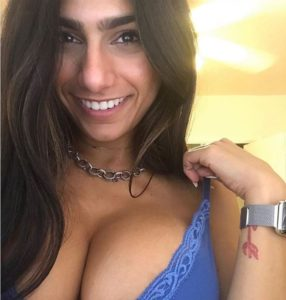 Mia Khalifa - souriante