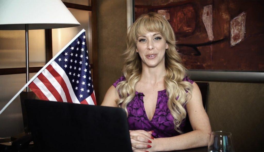 La star du porno Cherie DeVille fait une campagne pour être présidente des USA en 2020