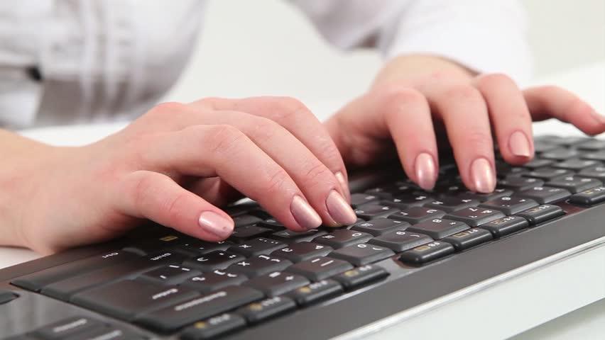 femme au clavier