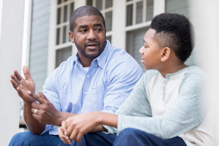 Père et enfant sur la sexualité