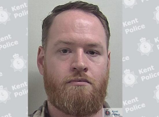 Tom Horwood, 33 ans, a été emprisonné pour harcèlement criminel impliquant une alarme ou une détresse grave et avoir rendu des images indécentes d'un enfant